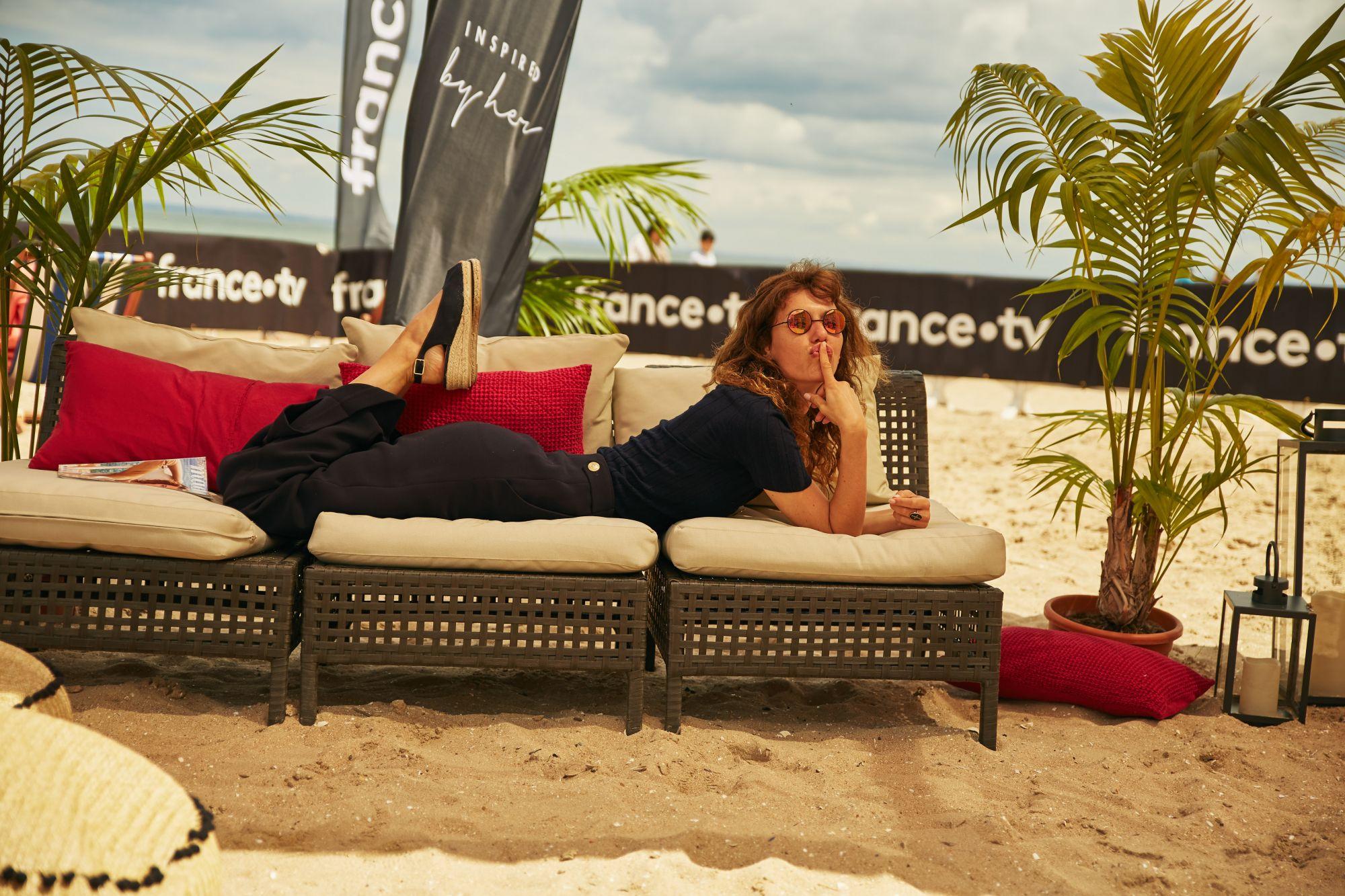 Doria Tillier sur l'espace plage France TV