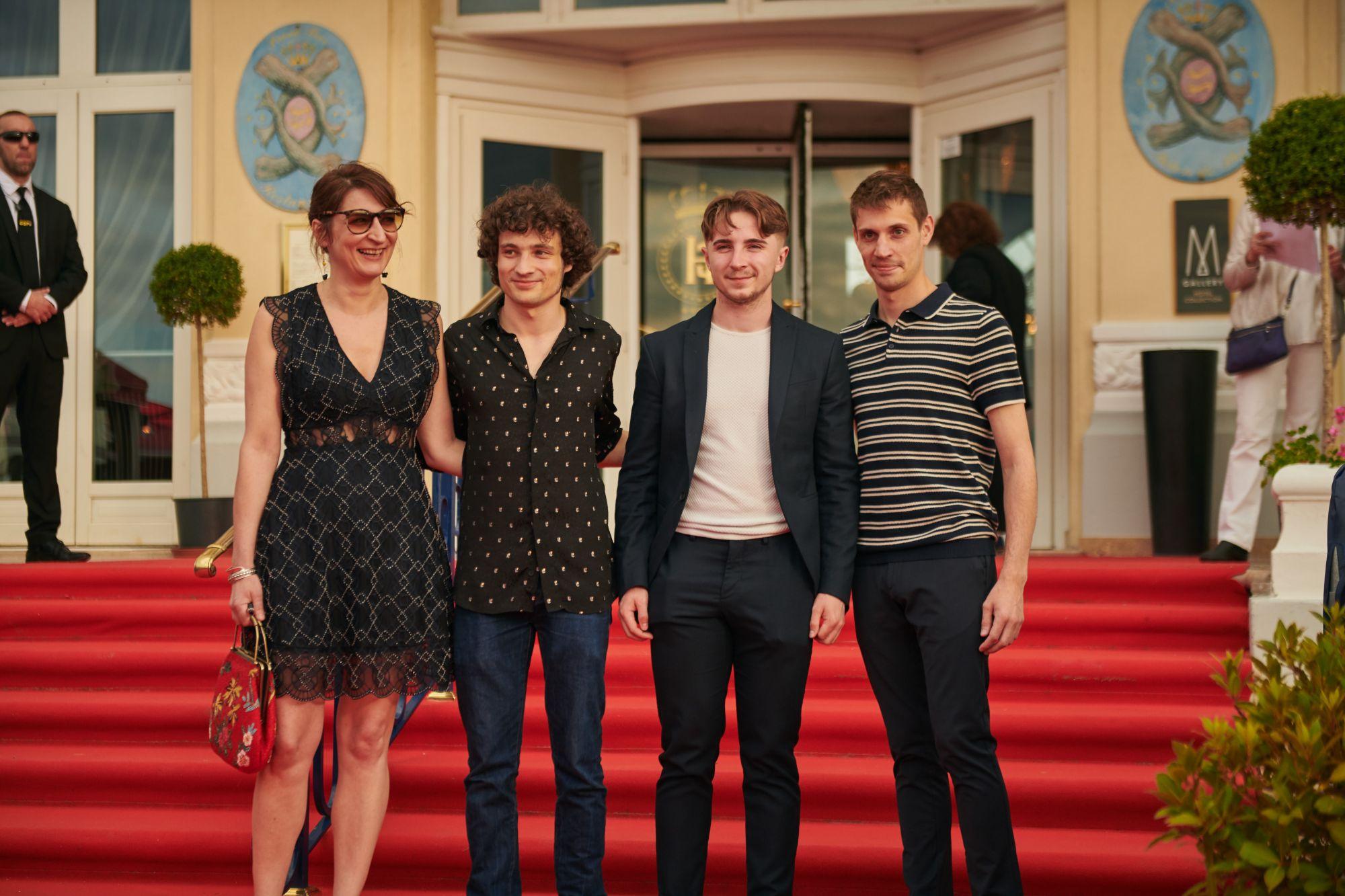 Géraldine Amgar, Quentin Dolmaire (acteur), Tobias Nuytten (acteur) et Thomas Petit (réalisateur)  Chemise : Azzaro (Quentin Dolmaire)